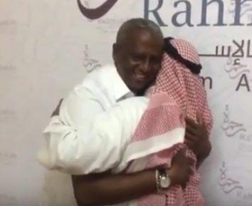 Принявший ислам «президент Кении» растрогал соцсети (ВИДЕО)
