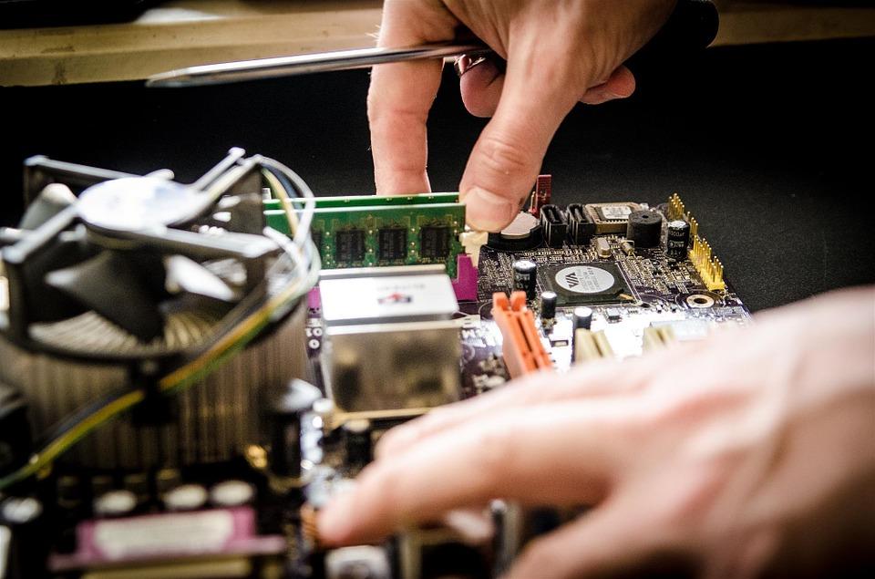 Компьютер и его ремонт на дому: удобство услуги