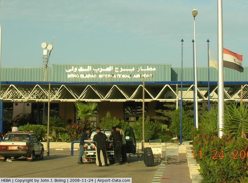 Жителя России задержали ваэропорту Египта ссамодельной бомбой