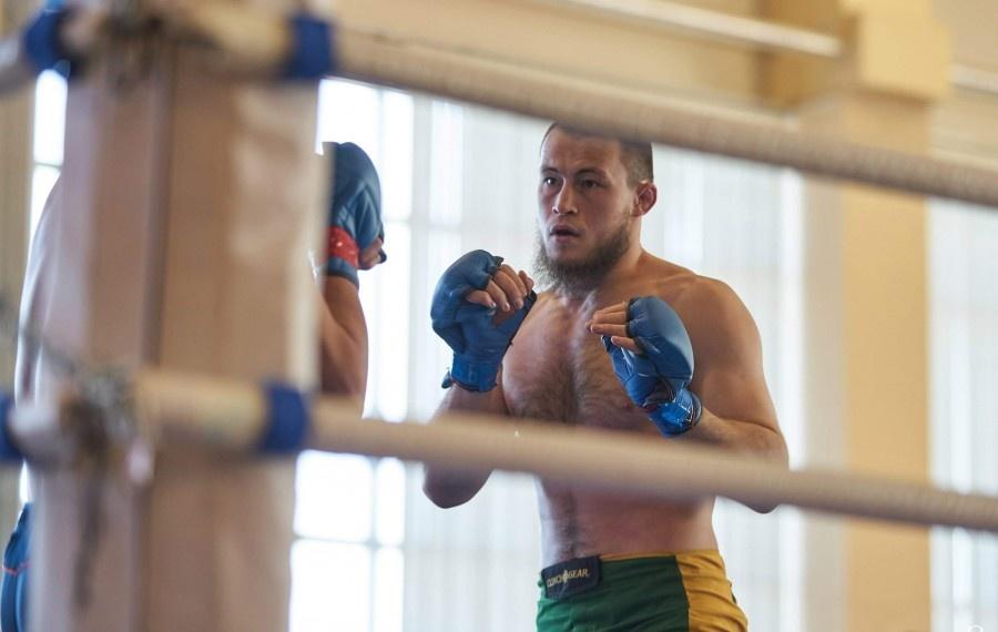 Боец из Белозерья победил на открытом чемпионате по ММА