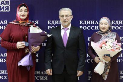 """Женщин в хиджабах торжественно приняли в """"Единую Россию"""""""