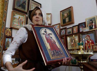 В РПЦ призвали не смеяться над словами Поклонской о мироточащем бюсте царя