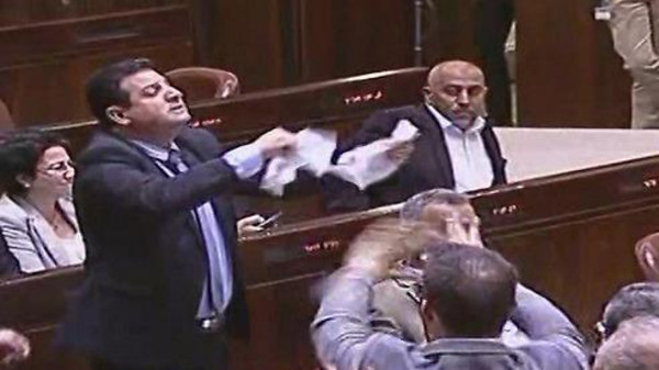Айман Ауда выражает протест