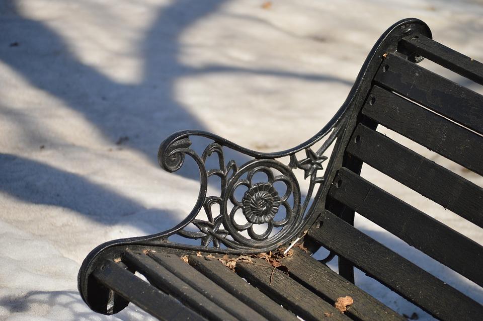 Кованные скамейки – эстетичные и долговечные
