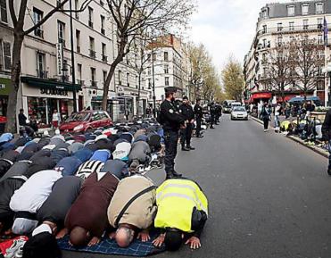 Джума-намаз столичных мусульман превратился в акцию протеста