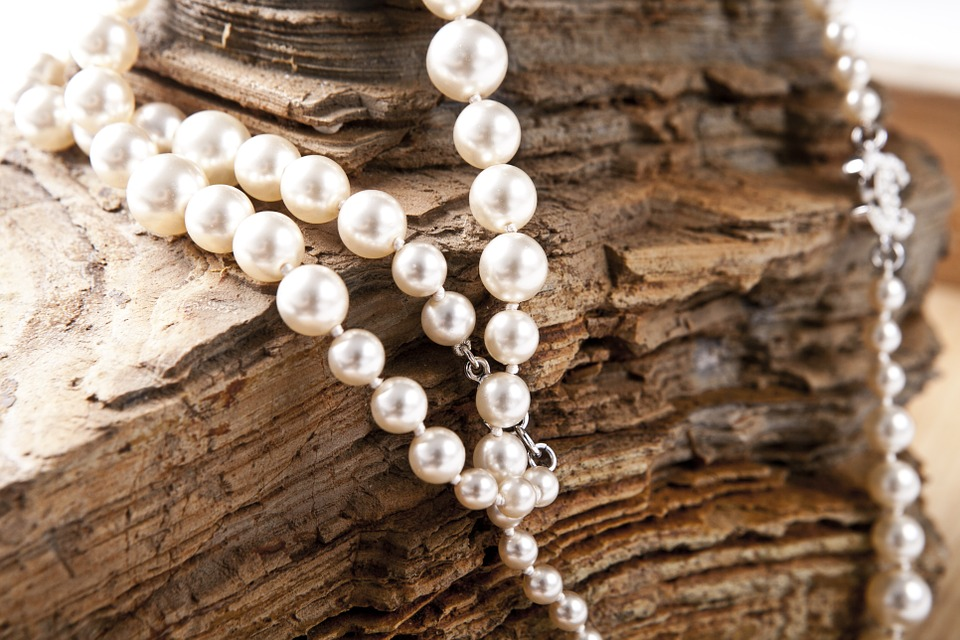 Бижутерия и украшения из лучших камней – выгодная покупка