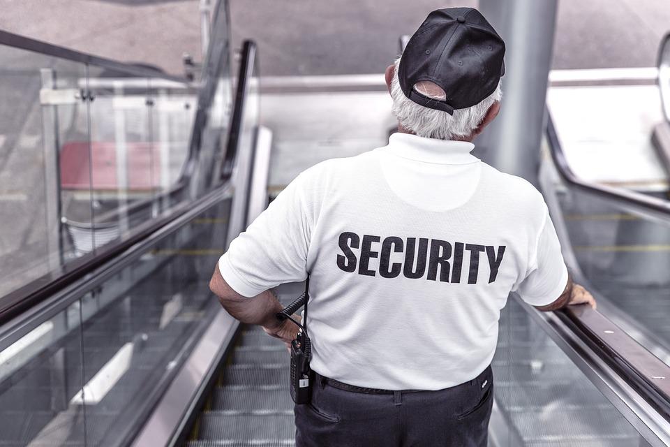 Сложности выбора куртки для охранника