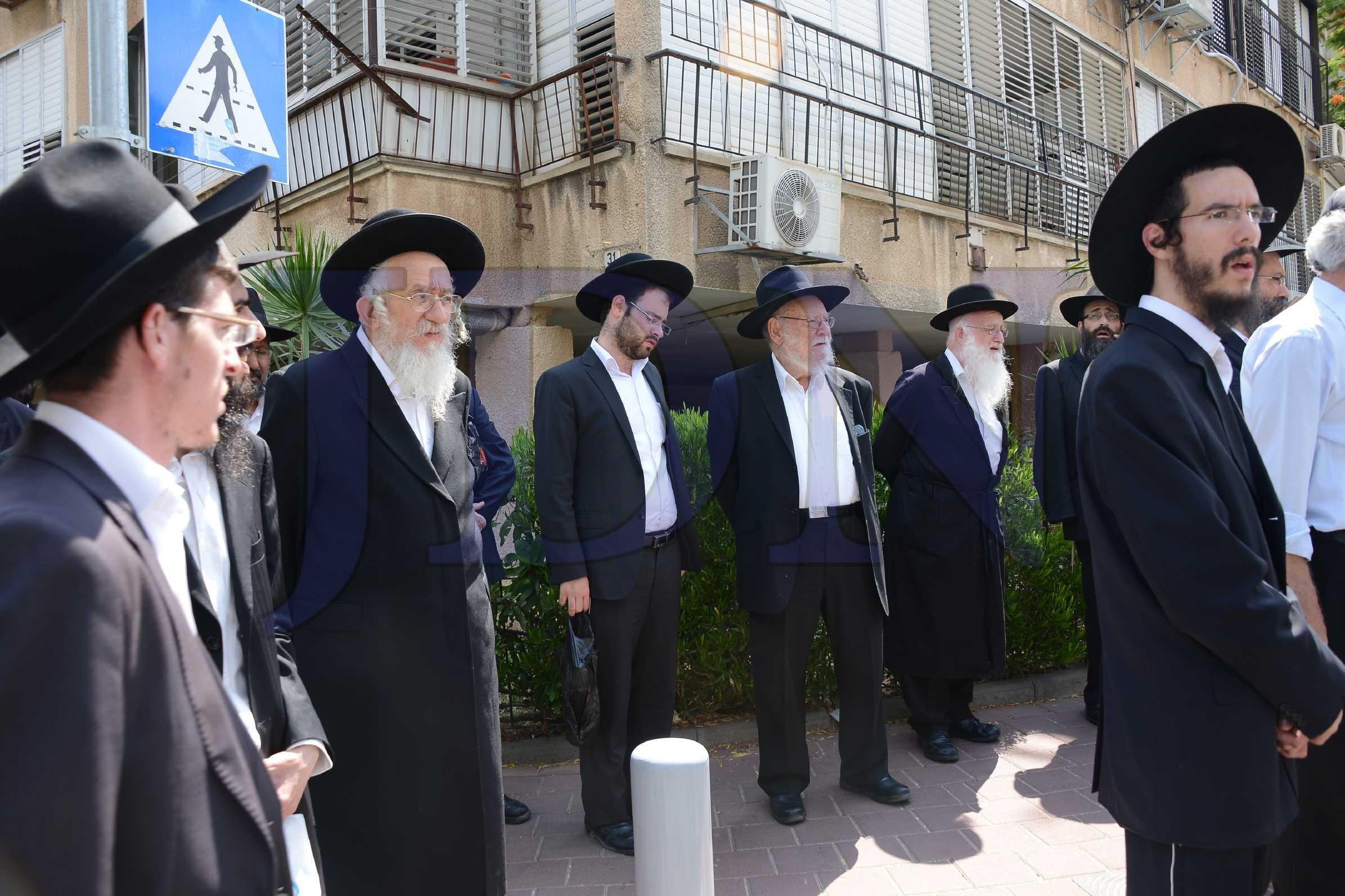 Ортодоксальных иудеев оградили от «возбуждающей» Смурфетты