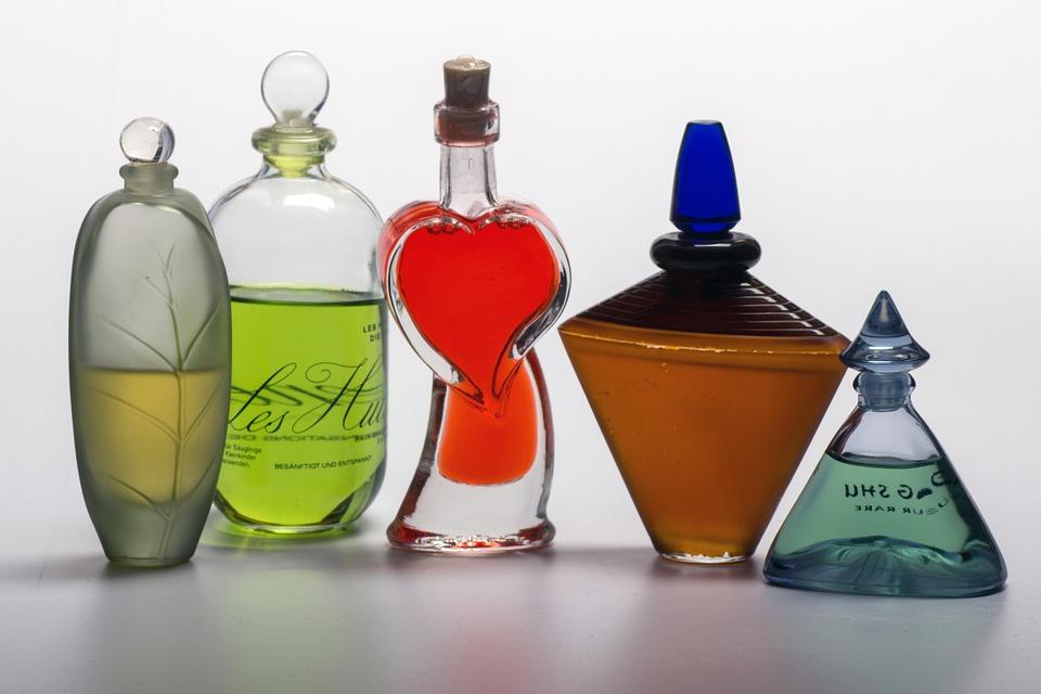 Огромный ассортимент парфюма и косметики в одном магазине