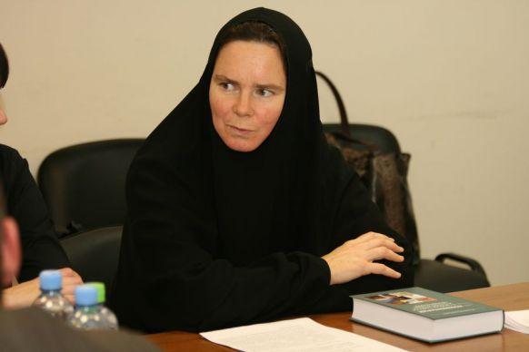 В Русской церкви впервые в истории выступили против платков