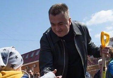 Губернатор пришел на субботник в «рабочей» куртке за полмиллиона рублей