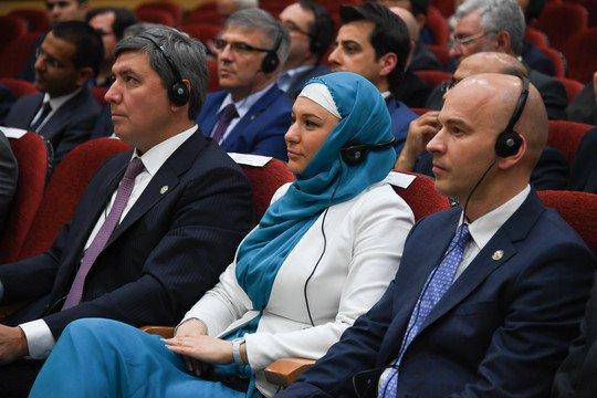 Татарстанская чиновница появилась на публике в строгом хиджабе