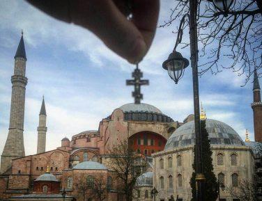 Депутат Милонов, «водрузивший» крест над мечетью «Айя София», поднял волну негодования в Турции