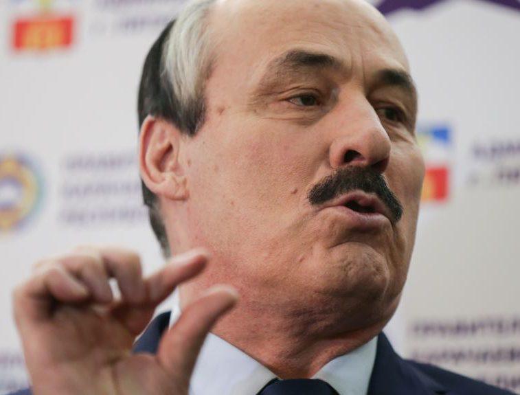 Руководитель  Дагестана признался вдаче взятки