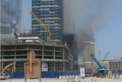 В Дубае загорелся строящийся небоскреб (ВИДЕО)