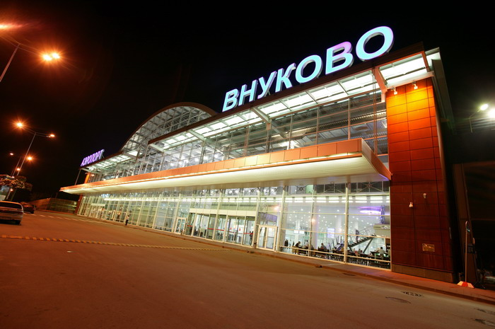 Ваэропорту «Внуково» гражданина Таджикистана задержали сбанкой пороха ипатронами