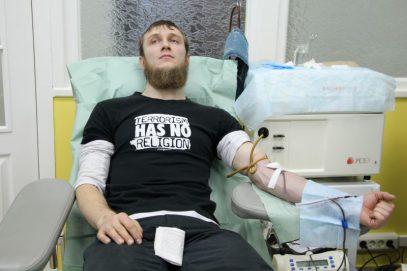 Мусульмане Северного Кавказа сдают кровь для пострадавших от теракта в метро