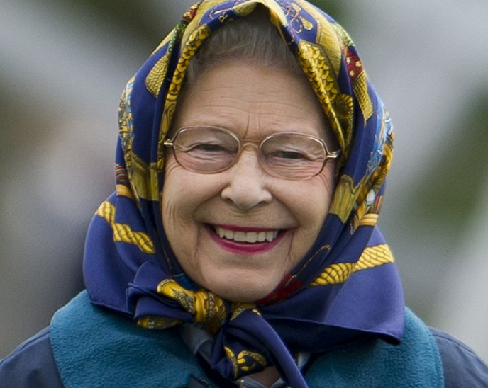 «Принятие ислама» королевой Англии вызвало бурную реакцию в соцсетях (ФОТО)