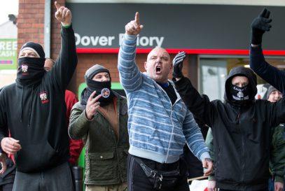 В Лондоне десятки националистов атаковали подростка с Ближнего Востока