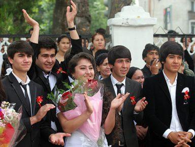 В Таджикистане отменили не только «Бессмертный полк»,  но и «Последний звонок»
