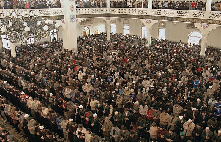 Мусульмане Дагестана на пятничной молитве