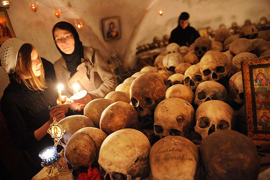 Святые для христиан мощи в одном из монастырей