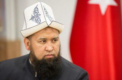 Муфтий Киргизии произвел фурор, исполнив азан в церкви (ВИДЕО)