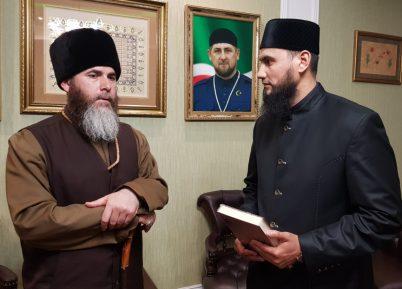 Из Белозерья с благодарностью. Муфтий Мордовии встретился с защитником хиджаба, муфтием Чечни