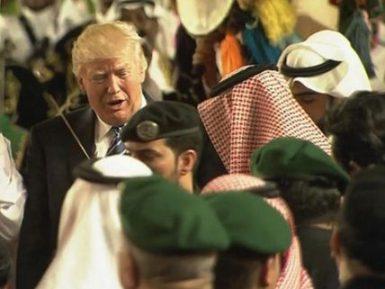 Дональд Трамп исполнил саудовский танец с мечом (ВИДЕО)