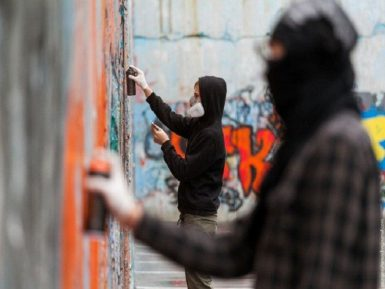 В Татарстане возбудили дело по факту экстремистской надписи на заборе