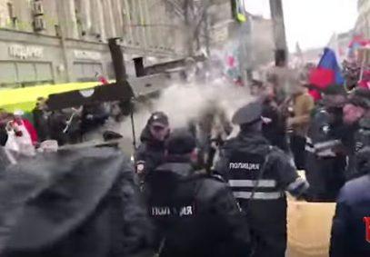 На акции «Бессмертный полк» произошло столкновение азербайджанцев с армянами (ВИДЕО)
