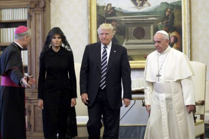 Супруга Трампа на встрече с папой Римским сделала то, в чем отказала саудовцам