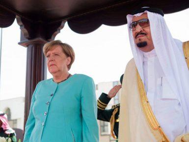 Ангела Меркель прибыла в Саудовскую Аравию простоволосой