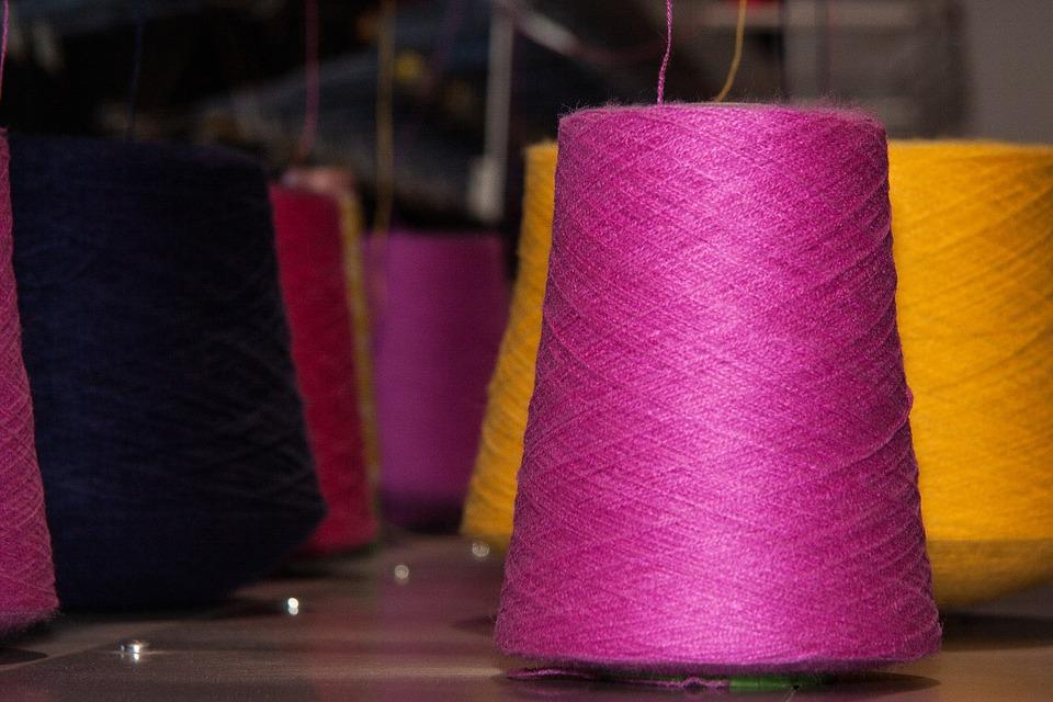 Тонкости и особенности выбора промышленных швейных машинок