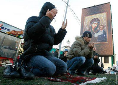 Дамир Мухетдинов: Мусульмане десятилетиями молятся в лужах на газетах с портретом Путина