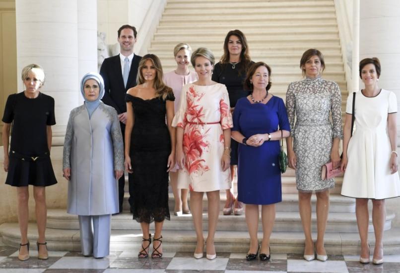Пенсионерка в мини, Эмине Эрдоган в хиджабе и мужчина-содомит – первые леди НАТО на одном фото