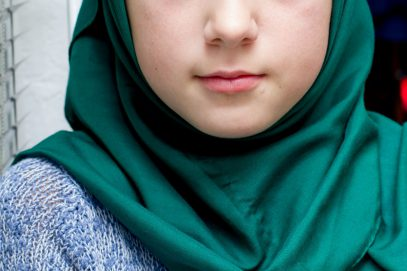 Педагог, сорвавший хиджаб с ученицы, сел на скамью подсудимых