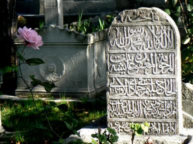 Святой Аполлинарий недоволен мусульманским кладбищем