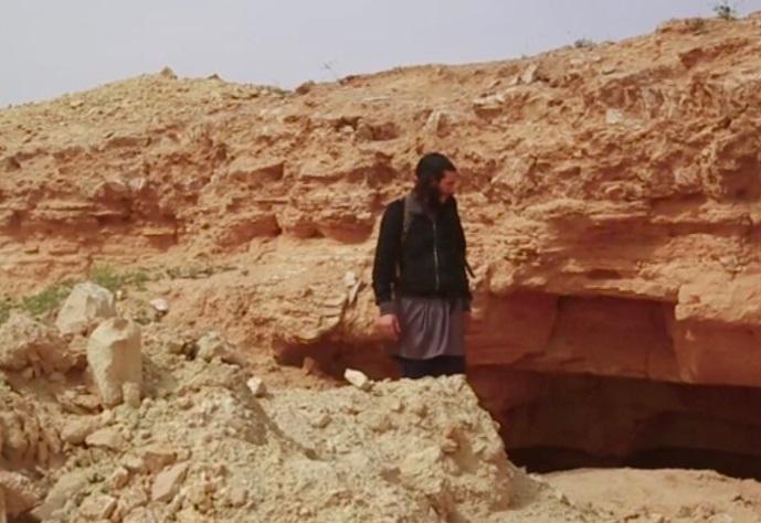 Исламские боевики экстремистской группировки разрушили античные статуи наЕвфрате