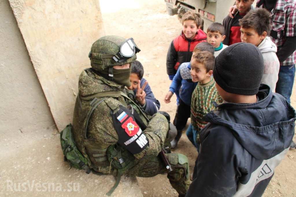 Российский военнослужащий в Алеппо