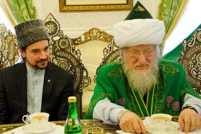 Сын Верховного муфтия: пост в Рамадан соблюдает треть российских мусульман