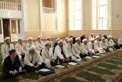 Имамов Киргизии обязали получать светское образование
