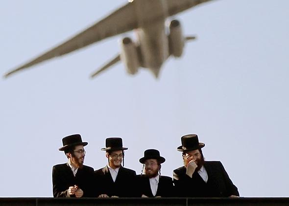 Ортодоксальных иудеев принудили кблизости снезнакомками