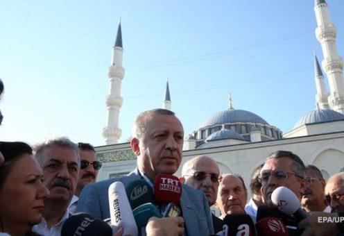 Эрдоган выступил с заявлением после обморока во время праздничной молитвы
