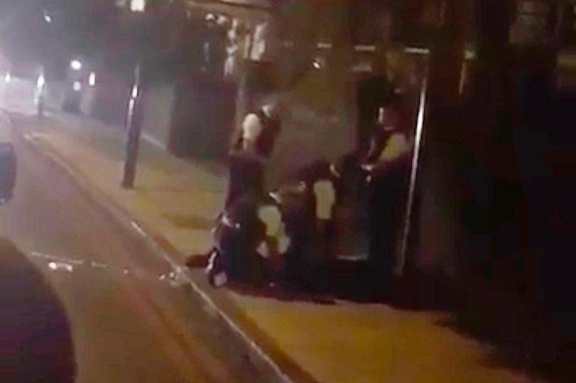 Милиция задержала размахивавшего рожком для обуви около мечети встолице Англии