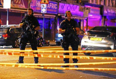 В Лондоне фургон протаранил толпу мусульман, покидавших мечеть после молитвы