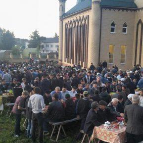 Бизнесмен из Мордовии организовал объединительный ифтар (ВИДЕО)