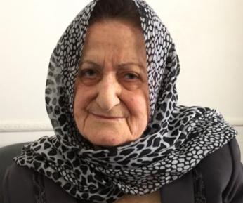 81-летняя Зейнаб со степенью кандидата наук работает мусорщицей – почему?