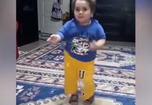 Танцующий в честь Ид аль-Фитр мальчик-мусульманин растрогал соцсети (ВИДЕО)
