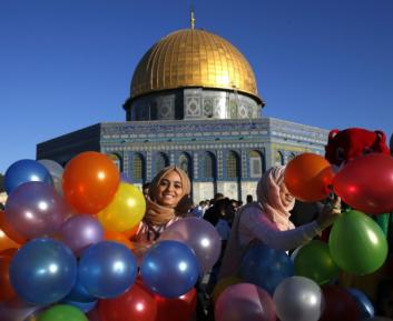 Удивительные кадры празднования Ид аль-Фитра со всего мира